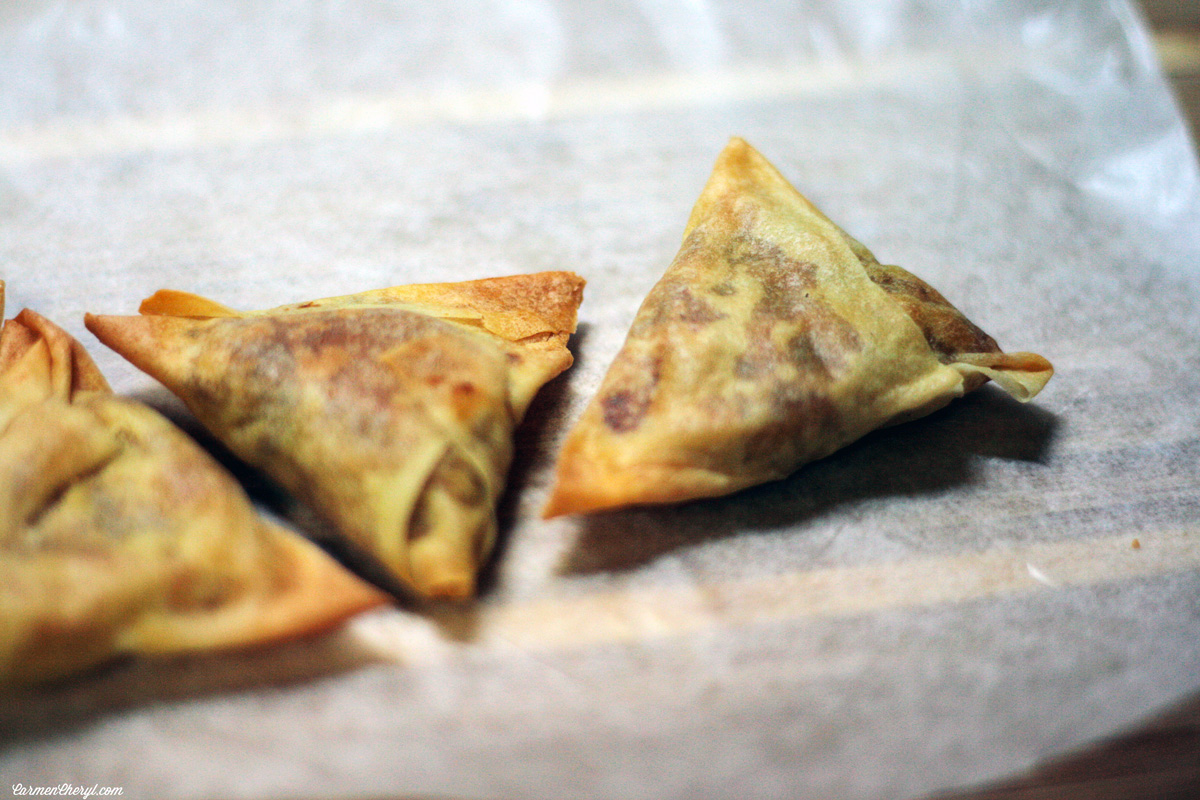 Easy Samosa {Indian Potato Fried Wontons Stuffed with Mild Potato Curry}